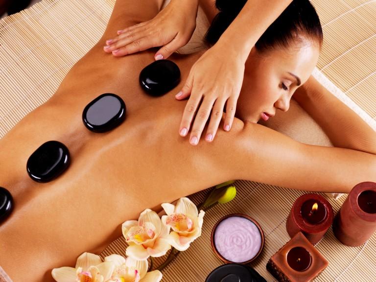masaż ciepłymi kamieniami